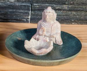 Bilde av Buddha with Lotus - Soapstone